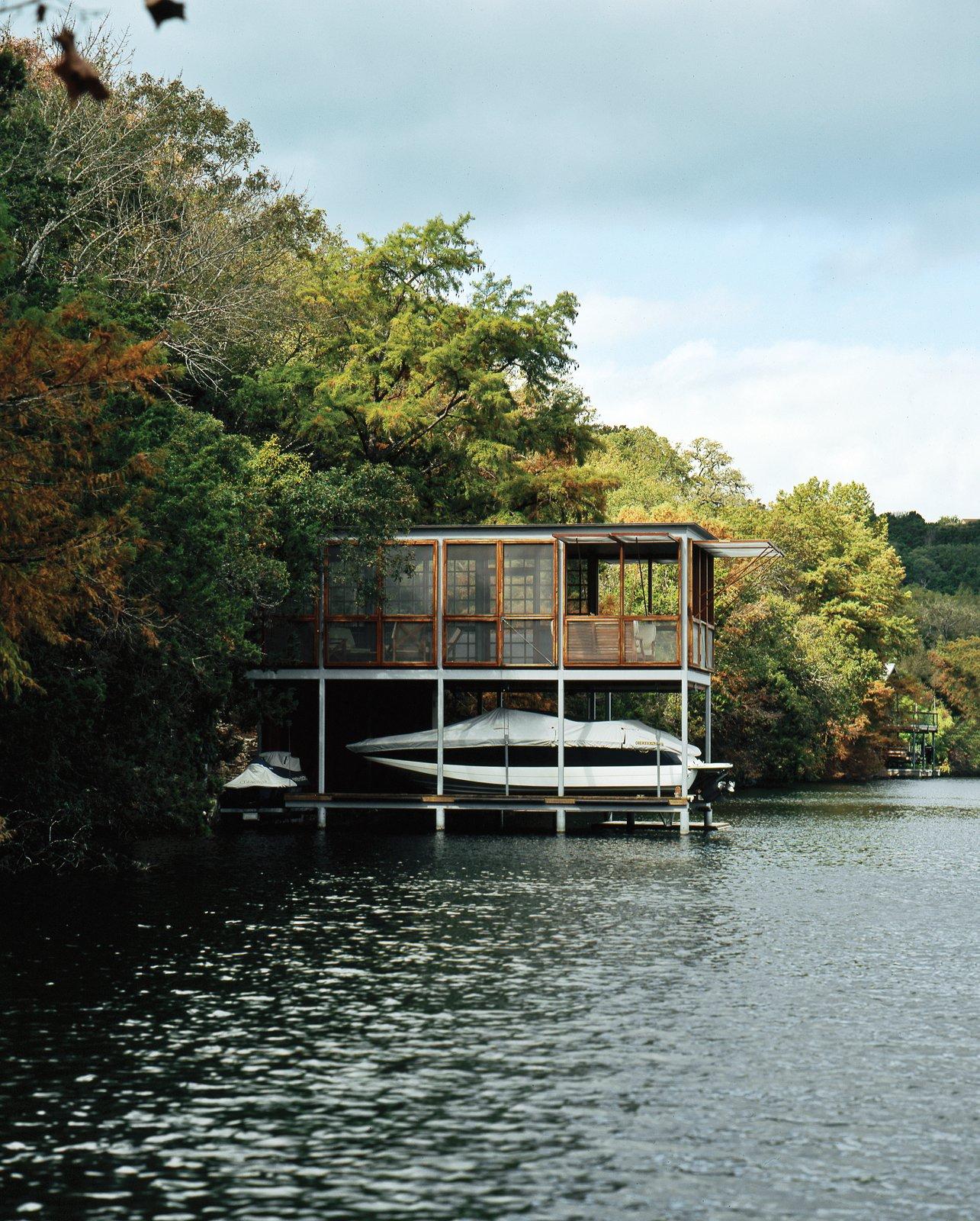 #outdoor #boathouse #lake #Texas #prefab #open #green  Photo by Paul Bardagjy  Outdoor