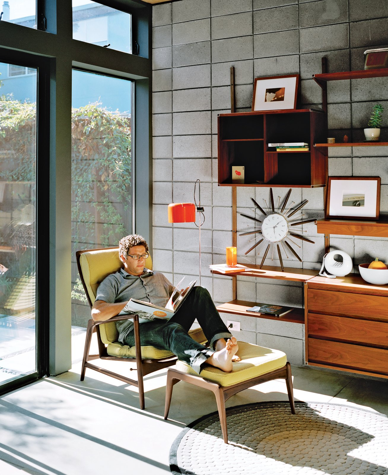 #midcenturymodern #lounge #chair #livingrooms #light   Tips for Creating a Comfortable Living Room by Drew McGukin from Consolas