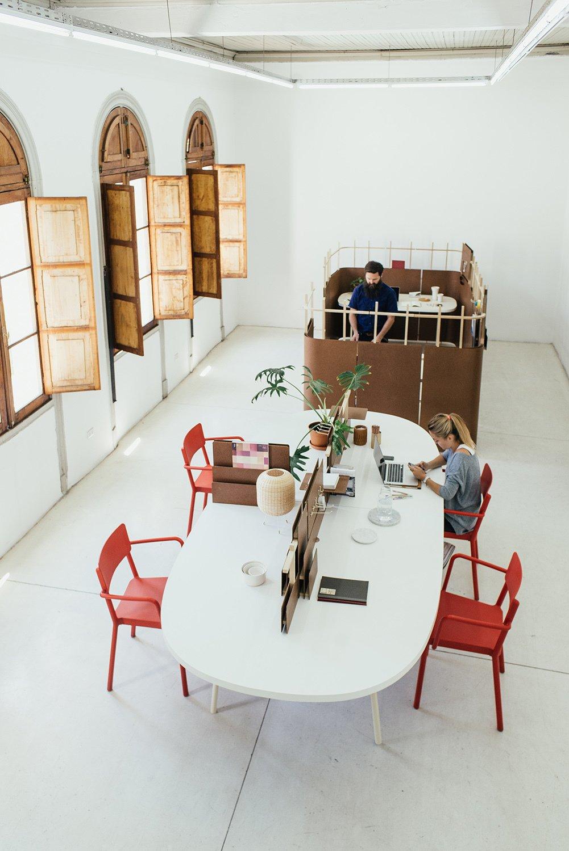 #officedividers #communalworkspace #office #cholguan #interior #workspace #desk #officedesk #modern #naturallighting #redchair #ovaltable   Lush Life