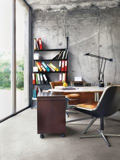 #concrete #concretewall #circletable #workspace #conferencetable #knoll #tizio #tiziotasklamp #richardsapper #artemide #leaningbookshelf #bookshelf #philippestarck #disform #interior #office   Photo by Jonas Ingerstedt