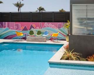 #outdoor #design #modern #outside #indooroutdoorliving #exterior #backyard #pool #art #mural #nateschnell #color #eameschair #eames #sandiego   Photo by Jim Brady