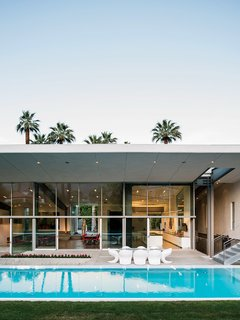 #outdoor #exterior #pool #pooldesign #patio #indooroutdoorliving #outside #energyefficient #hybrid #prefab #palmspring #deserthome #modern #architecture