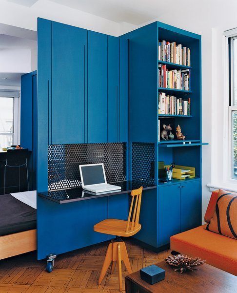 #workplace #office #indoor #interior #inside #storage #desk #clean #MichaelChen #NormalProjects #KariAnderson #renovation #origami #desktop #UpperWestSide #NewYorkCity #NewYork  Photo by Raimund Koch  bookcase