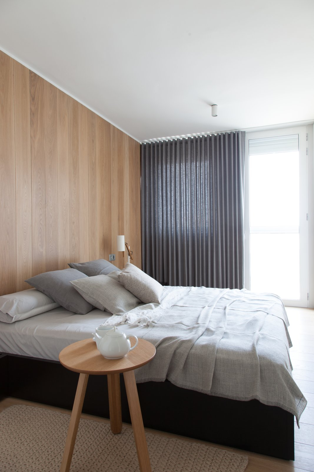 #bedroom #modern #architecture #modernarchitecture #bed #minimal #linen #renovation #Barcelona #Spain #YLABArquitectosBarcelona   Bedrooms I would not kick out of bed for eating crackers from lightness