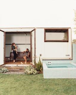 #pooldesign #modern #moderndesign #outdoor #exterior #outside #landscape #backyard #indooroutdoorliving #SiegalResidence #OfficeofMobileDesign #OMD