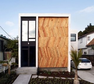 New York natives Jerome and Jamie Pelayo moved west and settled into this 2,000 square-foot Los Angeles home decked out with striking wooden herringbone facade.