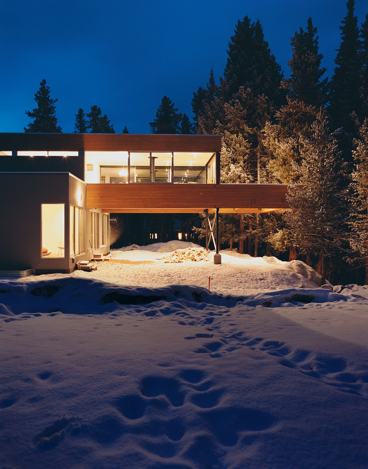 Michael Johnson's answer to having little buildable land to work with in his design of Ruth Hiller's Winter Park, Colorado, house was to elevate and cantilever the kitchen, living, and dining space over the carport, nearly doubling the home's living area.  Modern Carports by William Lamb from Ski Lift