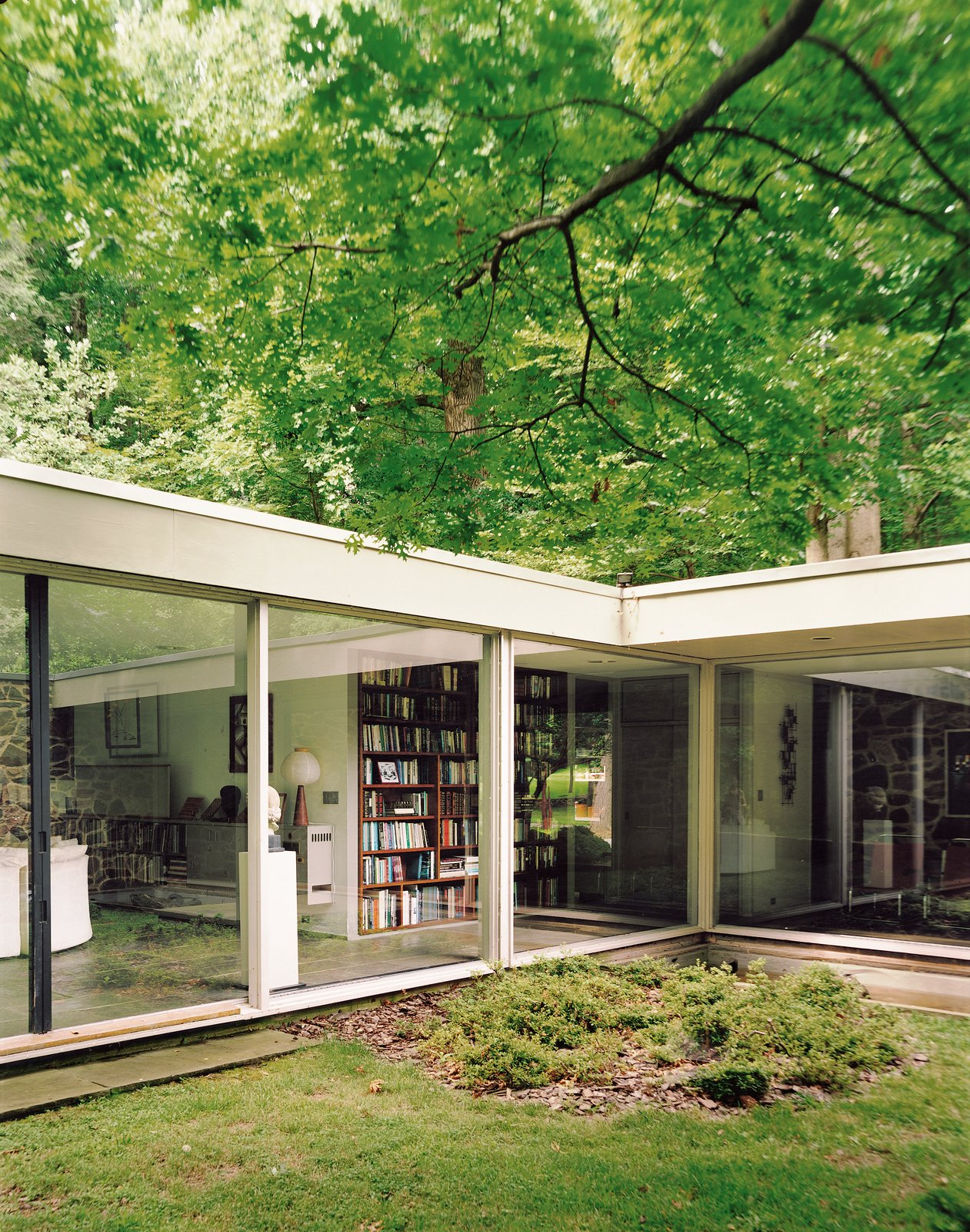 """The courtyard captures nature within the embrace of the house, a """"room"""" of green that is simultaneously indoors and outdoors.  Photo 4 of 9 in Marcel Breuer Hooper House II"""