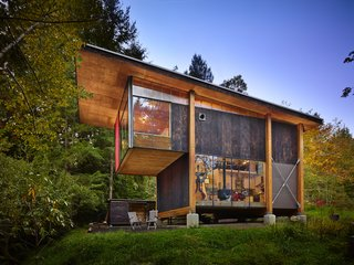 An Eco-Friendly Compact Cabin in Washington