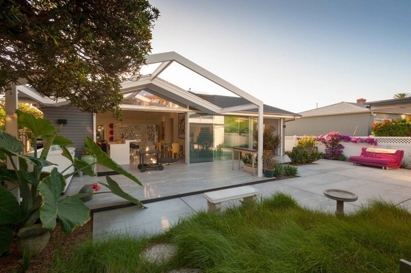 The first home we'd like to share is Dolphin Place, a 1,200-square-foot residence in La Jolla that was renovated by local architects Hector and Pamela Magnus of Architects Magnus. Originally a midcentury fisherman's cottage, this open and airy house has been in the homeowner's family since the 1940s.