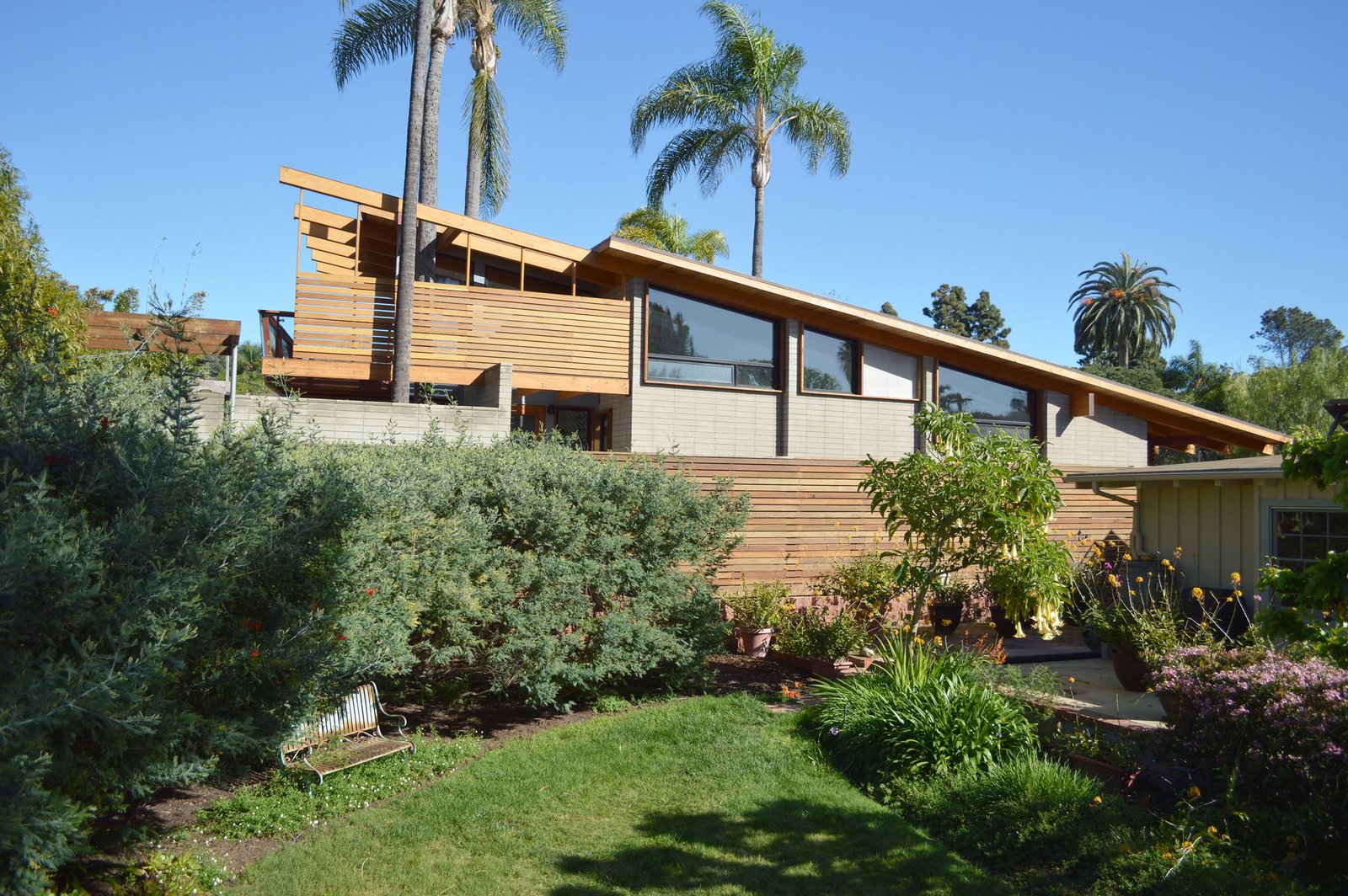Architect Steven Lombardi is responsible for El Dorado, a modern beauty in La Jolla Shores. Facing a multi-generational home originally built in 1954, Lombardi fully renovated both the interior and exterior. To bring the house up-to-date while preserving a nod to the past, he sandblasted the existing wood structure to expose its original Douglas fir post-and-beam frame.  Photo 3 of 12 in It's Time to Kick Off Dwell Home Tours—First Stop, San Diego