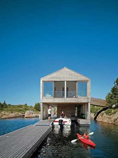 Cedar slats help this Ontario lake house float soundly atop still waters. Photo by: Raimund Koch