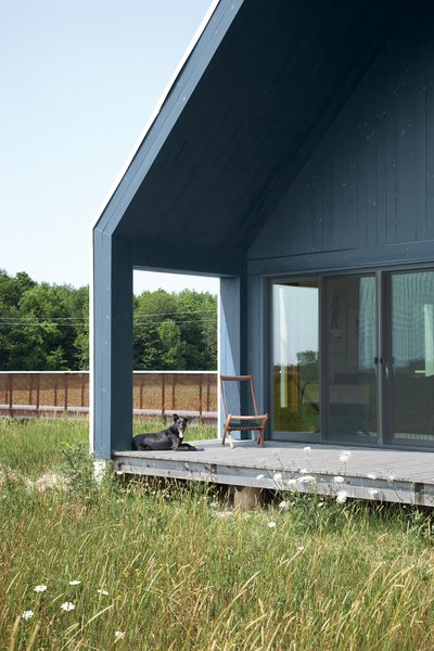 Doors and triple-glazed casement windows from Loewen work hard to form a tight thermal envelope.