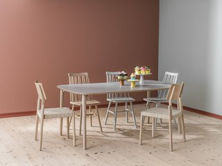 Here, a Flex table and chairs are paired with a set of Zig Zag chairs, which Markus Johansson also designed for Hans K.