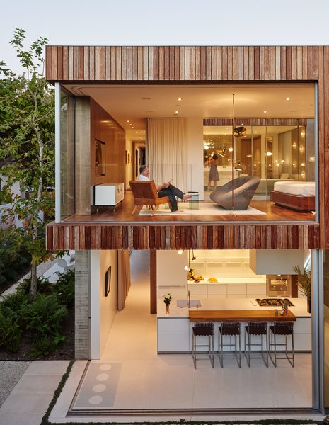 """The house that Fleetwood Fernandez Architects designed for contractor Mehran Taslimi and his wife, Laila, embraces its surroundings. """"They wanted doors that they could just throw open,"""" designer Hunter Fleetwood says of the retractable wall system from Vitrocsa."""