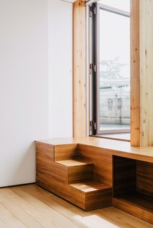 Stairs made of teak lead from the guest bedroom to the roof garden.