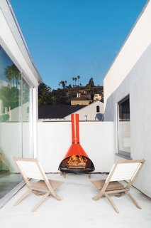 Armed with a keen eye for design and a yen for vintage furniture shopping, Glee star Jayma Mays and actor Adam Campbell revitalize a formerly jumbled Los Angeles house. On an outdoor deck space, the couple placed their fire engine red fireplace, found at the Rose Bowl Flea Market.