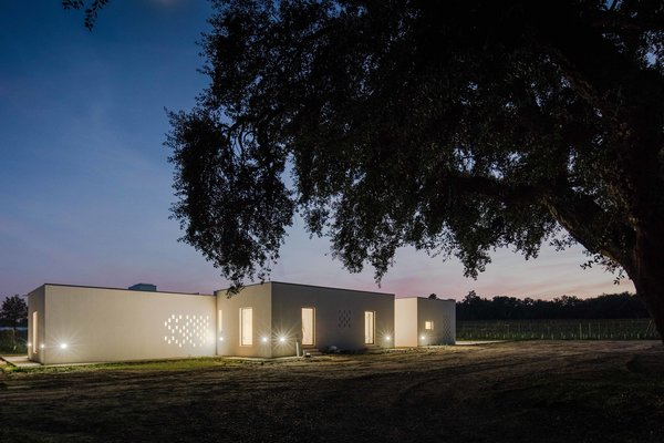 On an agricultural estate in Portugal, blaanc studio designed a simple retreat that does its utmost not to interfer with the scenic backdrop.