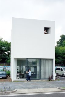 Small Space Live/Work Box Home in Japan