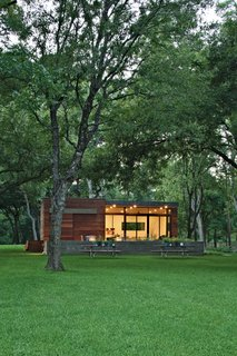 Small and Modern: A Family Lakeside Getaway in Texas