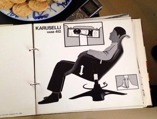 Kukkapuro collaborated with graphic artist Teemu Lipasti in the 1960s to design brochures demonstrating the ergonomic properties of his chairs, like the Karuselli.