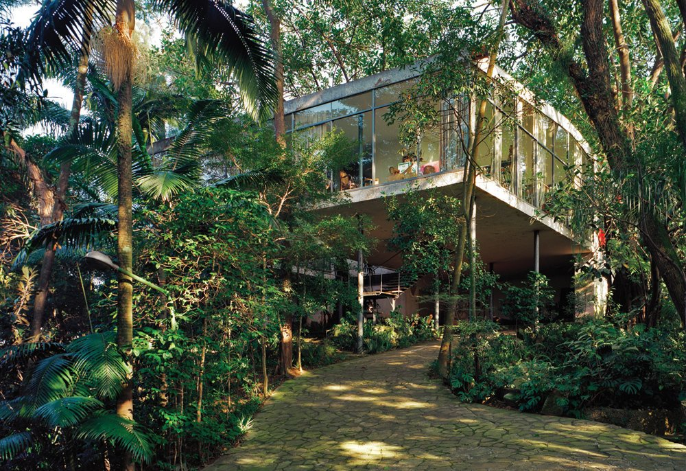 Exterior of Lina Bo and P. M. Bardi house in Morumbi, São Paulo, Brazil (1949–52). Photo by Nelson Kon.  Photo 5 of 7 in Modern Homes in Brazil from A Look Back at Lina Bo Bardi