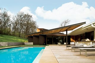 The Babat residence in Nashville is blessed with a big backyard; however, the blistering Tennessee sun once made it feel more like a broiler than a place to kick back and relax. Enter architect Michael Goorevich—then on staff at Manuel Zeitlin Architects—who devised a wood-and-steel trellis to cover part of the space.