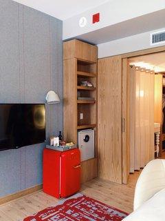 Dwell broke the news about the first-ever Virgin Hotel opening January 15, 2015. The hotel was designed by Rockwell Group Europe and each guest room includes a Smeg mini-fridge, Maya Romanoff felt wallcovering, and custom wood sliding doors.