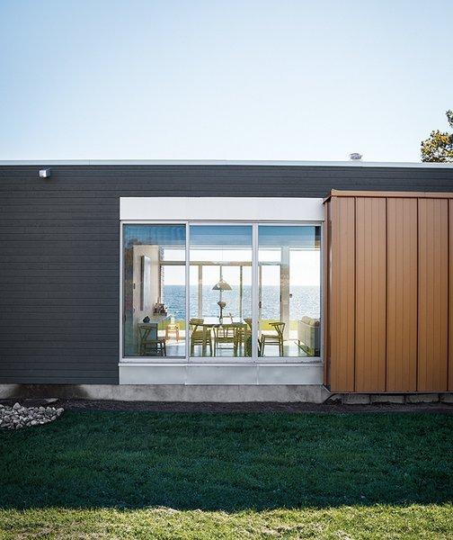 Modern Lakeside Retreat Stripped Down to the Basics