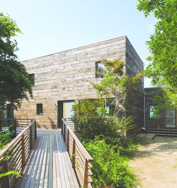 Orient House (2012) on Long Island was an existing structure retrofitted by Ryall Porter Sheridan Architects to conform to Passive House green standards.