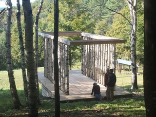 Overhanging rafters establish vestibules at both ends of the structure. Photo courtesy of Moskow Linn Architects.
