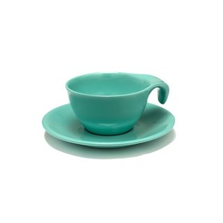 First designed over 60 years ago, the Russel Wright Residential Collection is crafted from durable, shatterproof melamine. This cup and saucer transitions well to outdoor dining in warmer months.