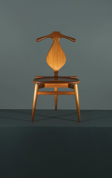 Photo 5 Of 9 In 8 Iconic Chairs By Hans Wegner From This