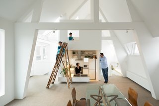 Japanese firm Mamm Design renovated this maisonette apartment in Amsterdam. Home to a family of four, the dwelling combines a series of bright, open spaces. The kitchen and bathroom, for example, are placed in this freestanding tower topped by a ladder-accessible mezzanine.