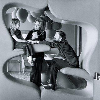 "Verner Panton with family in the ""Living Tower,"" (1968/69, produziert von 1969-1970: Vitra/ Hermann  Miller, CH)"