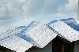 Dundee Exterior. Roof Architect: Frank Gehry. © Maggie's Centres