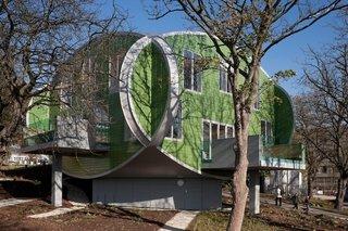 Maggie's Nottingham exterior. Architect: Piers Gogh, CZWG Architects. © Martine Hamilton Knight