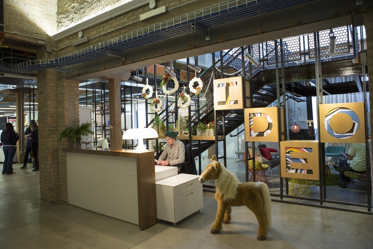 Photo 8 of 23 in innovative workspaces across chicago dwell for Ideo chicago