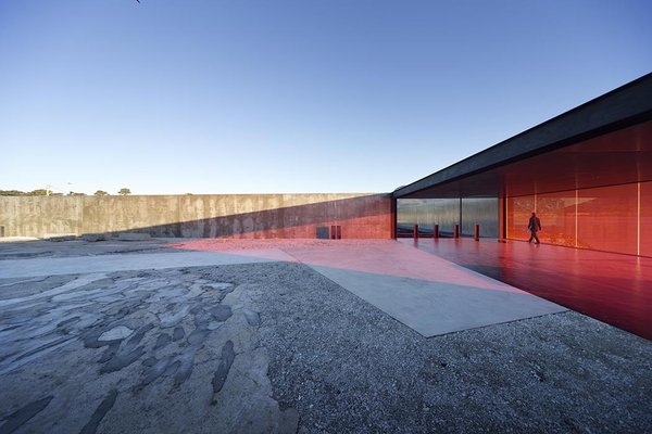 "Robust yet cost-effective wood, concrete, glass, and stainless steel comprise Tasmania's Glenorchy Art and Sculpture Park. ""Everything used is extremely efficient at producing its outcome,"" architect Thomas Bailey says."