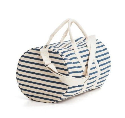 This heavyweight canvas duffel bag designed by Emily Sugihara for Baggu is a casual way to keep your essentials safe and secure. Suitable for weekend getaways and overhead bins, the Baggu Duffel Bag will quickly become your go-to travel bag.