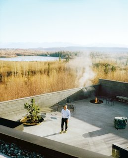 The courtyard with its fire pit and infinity pond—extends the living area outdoors. The family has hosted events, weddings, and even a funeral here, and annual solstice parties are always a big hit with the neighbors.