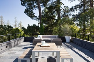 The roof deck is a place for entertaining, and offers scenic hillside views. During the design process, the team was challenged with preserving these views while adhering to the required 3.5-foot railing height mandated by building code, a height that would block all views while seated. As a solution, the team came up with open metal railings that would maintain safety while preserving the view.
