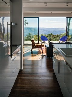 """Stott and Levy used Teragren bamboo flooring and Milgard sliding glass doors. """"Universal design isn't just for older people,"""" the daughter says about the single-story layout and zero-step entries. """"If you don't need steps, don't have them."""""""