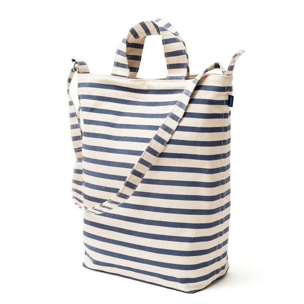 From bag experts BAGGU, the Duck Bag is a take-anywhere tote that is made from durable, recycled cotton canvas duck. The Duck Bag includes two carrying handles for hand transport and an adjustable longer strap for over-the-shoulder or cross-body wear.