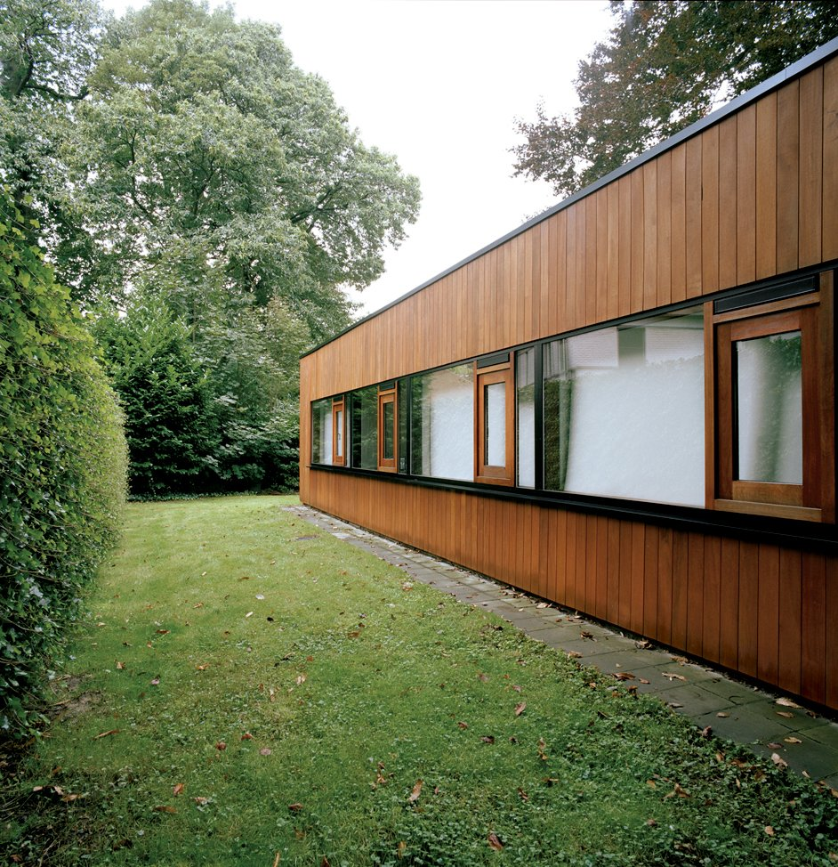 Exterior, Wood Siding Material, and House Building Type Only the rear of the house suggests the building's earlier incarnation as a 1960s bungalow, and even here the original brickwork is obscured by wood cladding.  Best Photos from The Tree of Ghent