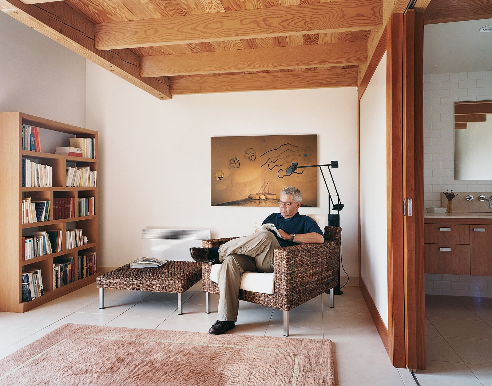 Living Room, Chair, Ottomans, and Rug Floor Bériault enjoys some leisure time in the lounge beneath the master bedroom.  Photo 3 of 8 in Blue in the Facade