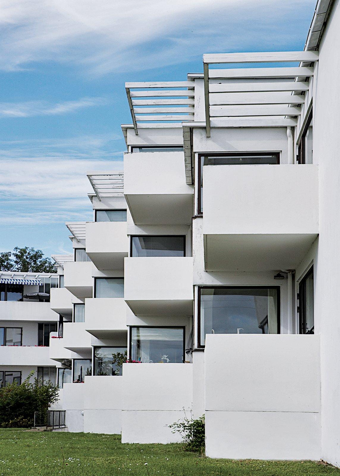Bellavista, Arne Jacoben's 1931–34 functionalist housing complex at the beachside suburb of Klampenborg.  Photo 9 of 10 in Copenhagen, Denmark