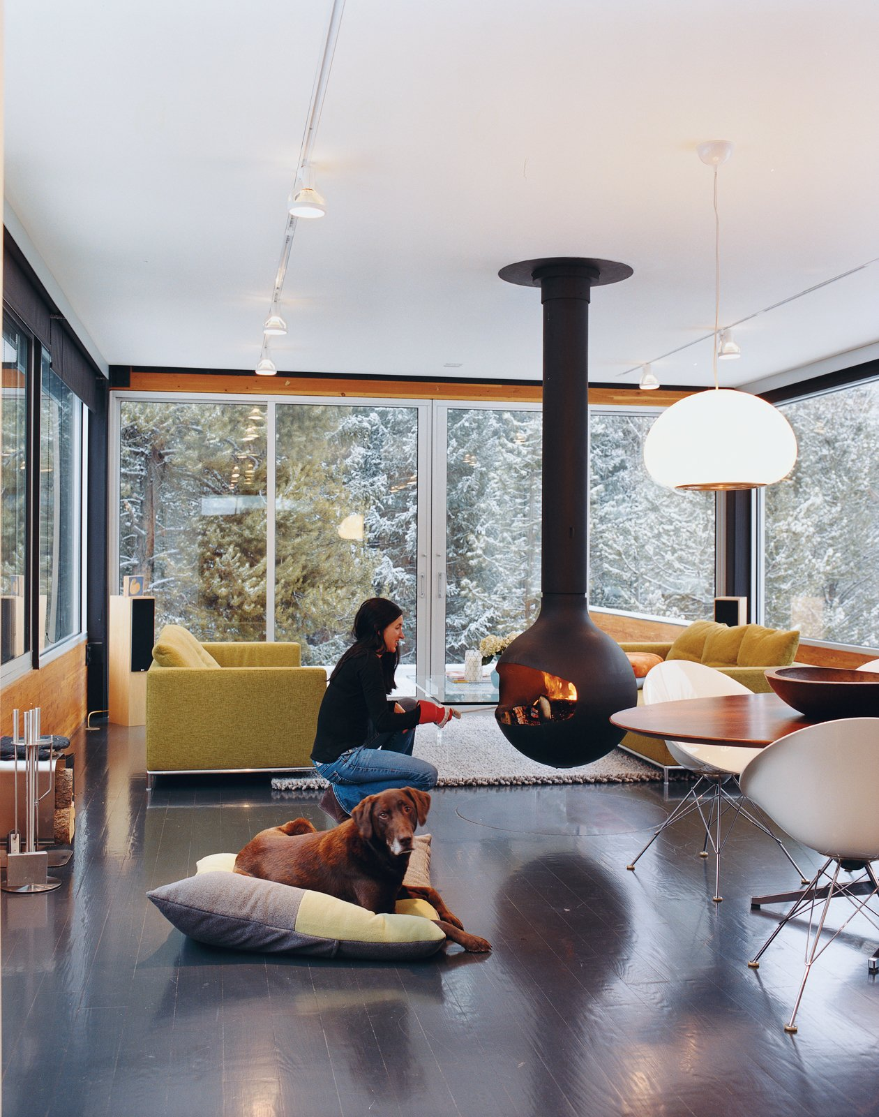 20 Suspended Fireplaces That Will Warm You Up In Style