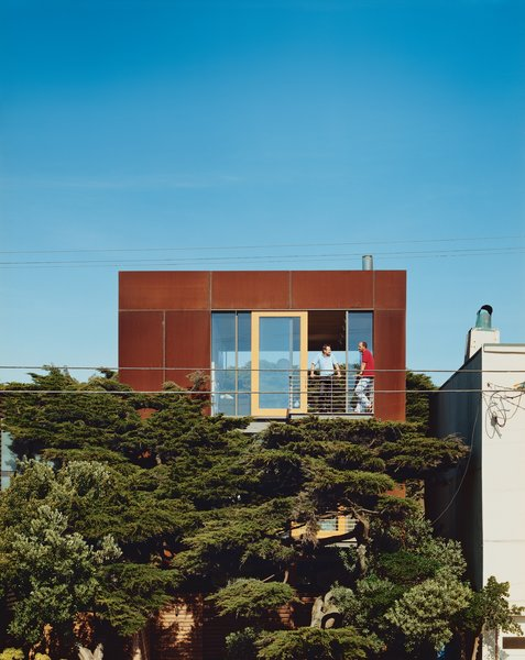 A 24-by24-foot Cor-ten-clad pavilion tops the three-story addition.