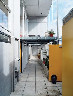 All three apartments, as well as Hiles and Fyfe's deck, open onto this open-air corridor, allowing for casual interactions between the residents.